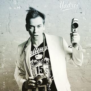 Мультифотограф Москвы Юрий Ядров - креативное ретро--фото с камерой в руках