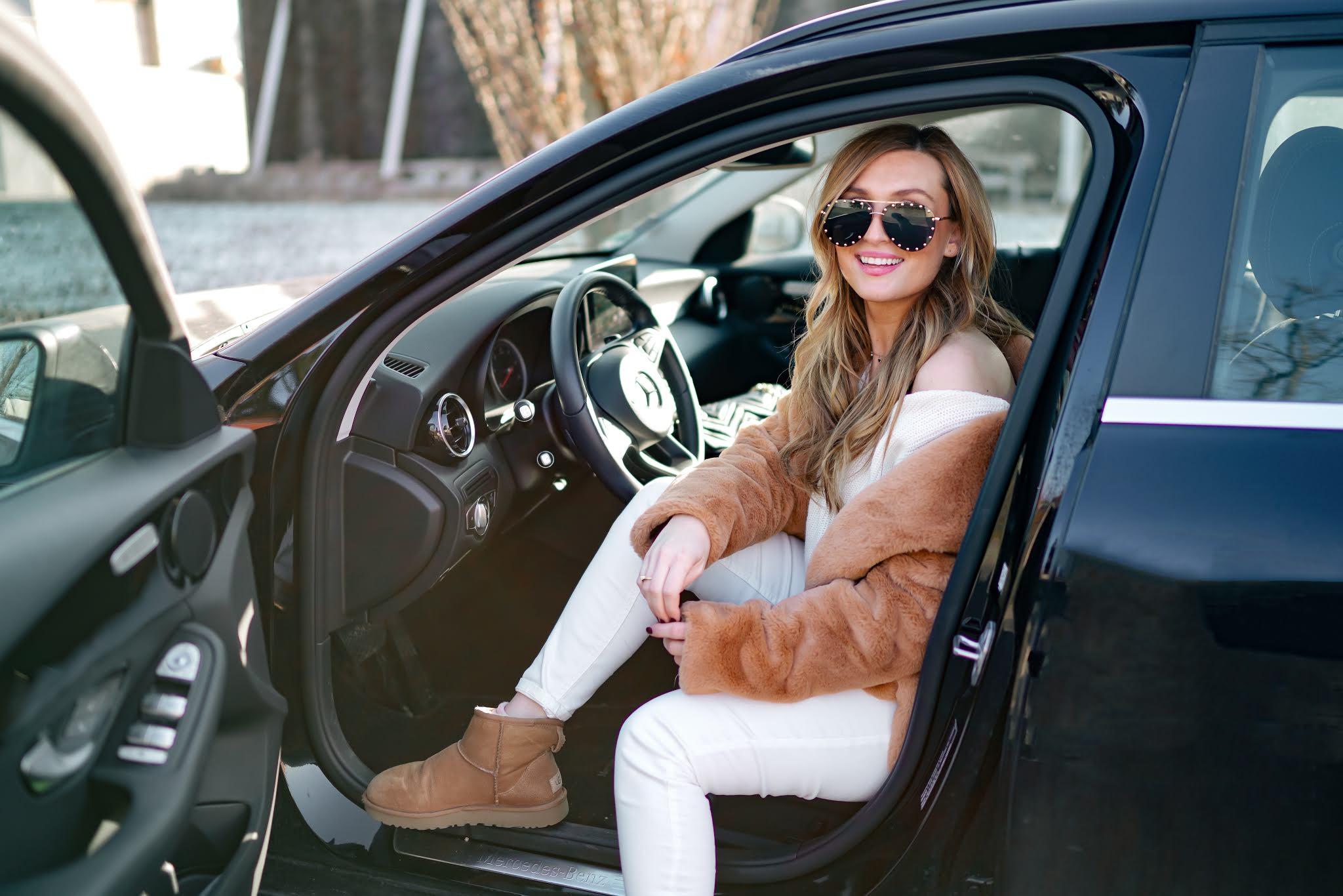 Ugg-boots-braune-ugg-boots-kombinieren-wie-kombiniert-man-einen-teddymantel-Outfitinspiration-Weiße-jeans-kombinieren-outfitinspiration-fashionstylebyjohanna (5)