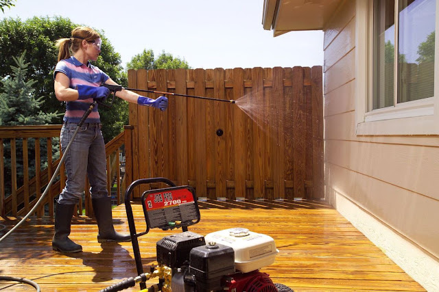 Understanding the Difference between Pressure Washing and Power Washing