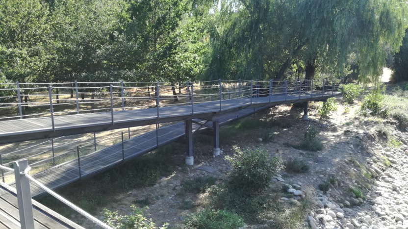 Ponte pedonal da praia Fluvial de Valhelhas
