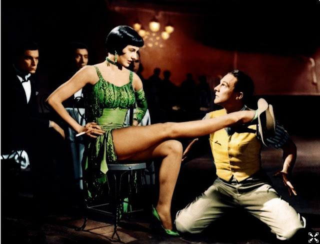 Cyd Charisse con Gene Kelly in Singin  in the Rain (1952). a936f8d65ad