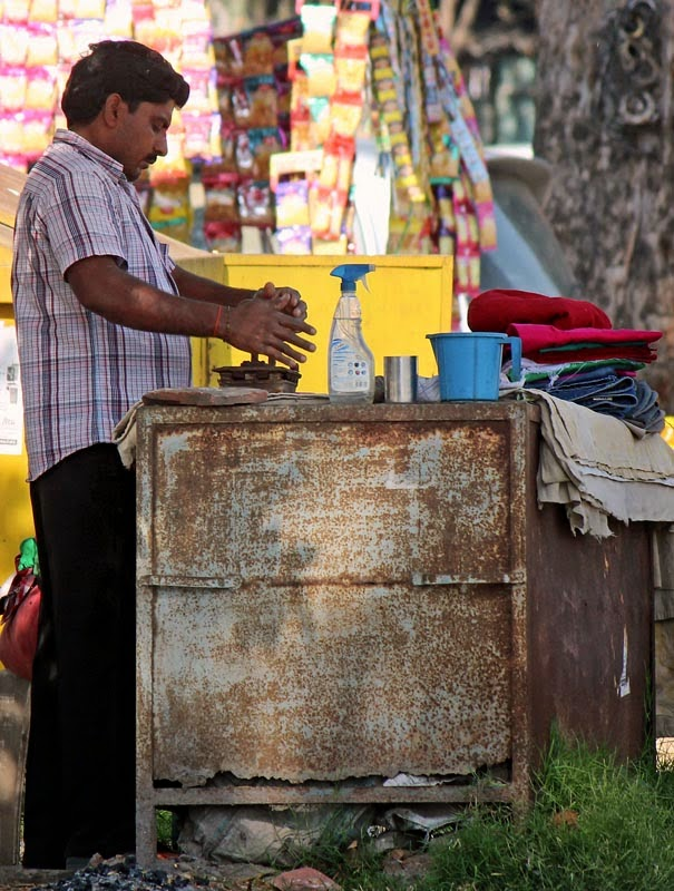 Ironing of clothes by a istriwala