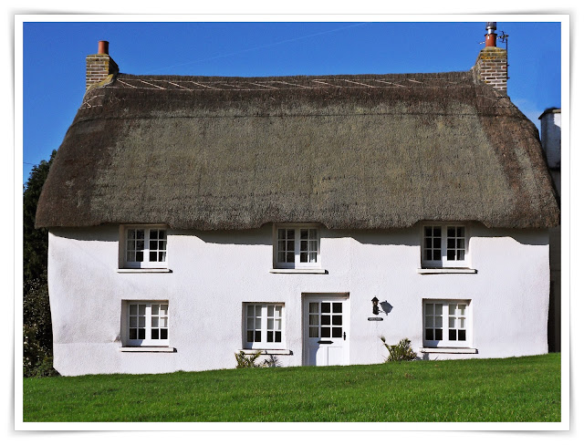 Thatched cottage at Veryan, Cornwall