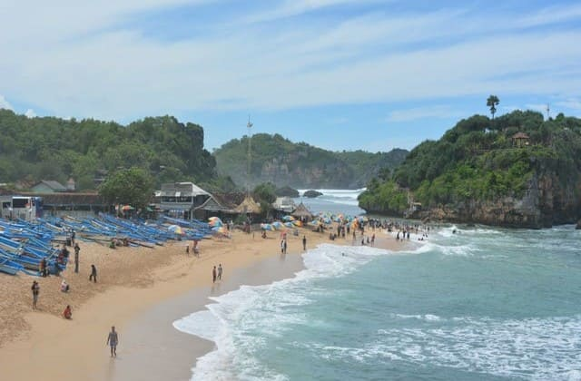 Menjelajahi Pulau Kecil nan Indah Pantai Drini