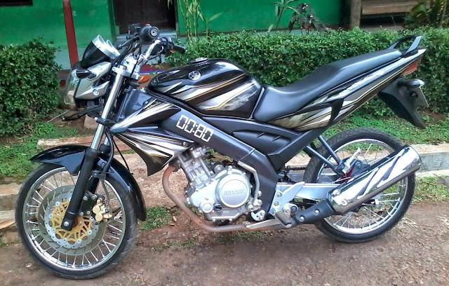 Modifikasi motor Vixion 2012 warna hitam