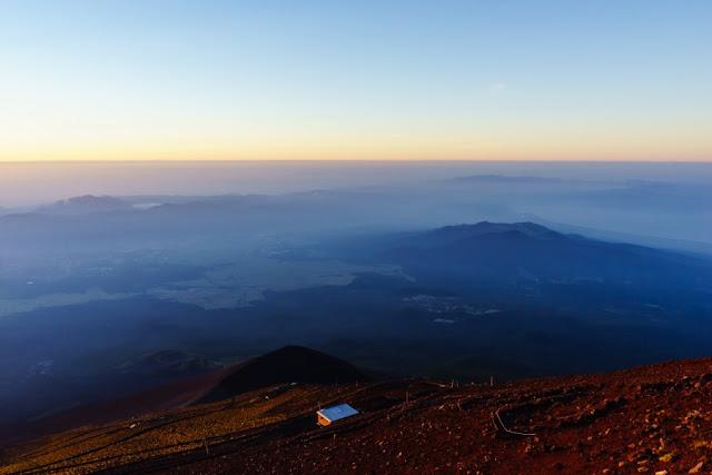 赤く染まる山肌~富士山