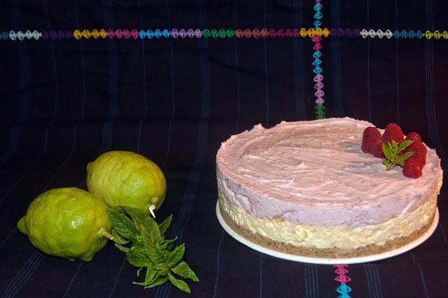 Tarta de mousse de limón y frambuesa