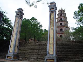 Pagoda sobre el rio del perfume (Hue, Vietnam)