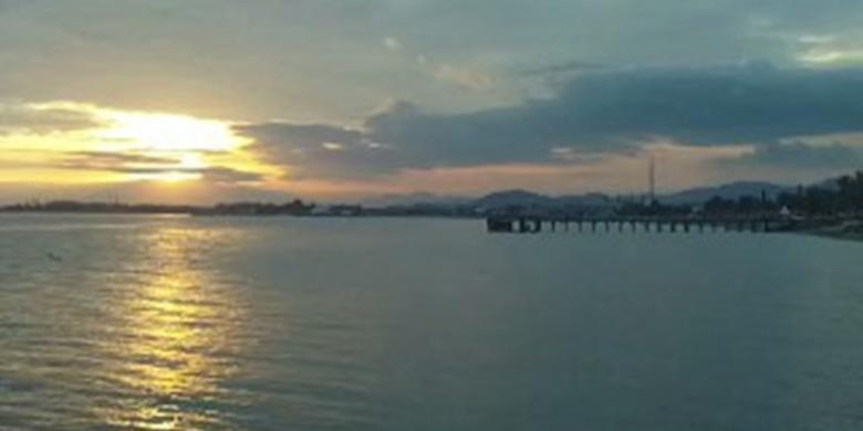 Nikmati Panorama Sunset yang Menawan di Pantai Bahari Kota Polewali, Sulawesi Barat