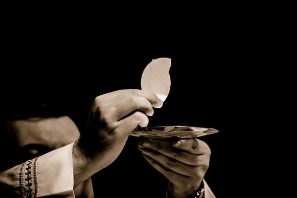 Buongiornolink - Lo sapete quanto guadagnano i sacerdoti?
