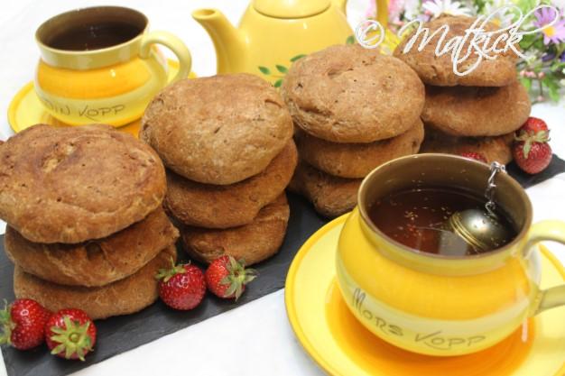Halvgrova frukostbullar med dinkel och kummin