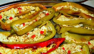 Πιπεριές γεμιστές με τυρί φέτα! Εύκολη συνταγή για να σας ανοίξει την όρεξη!