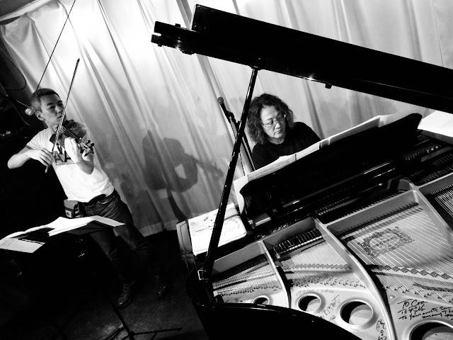 喜多直毅(ヴァイオリン)黒田京子(ピアノ)