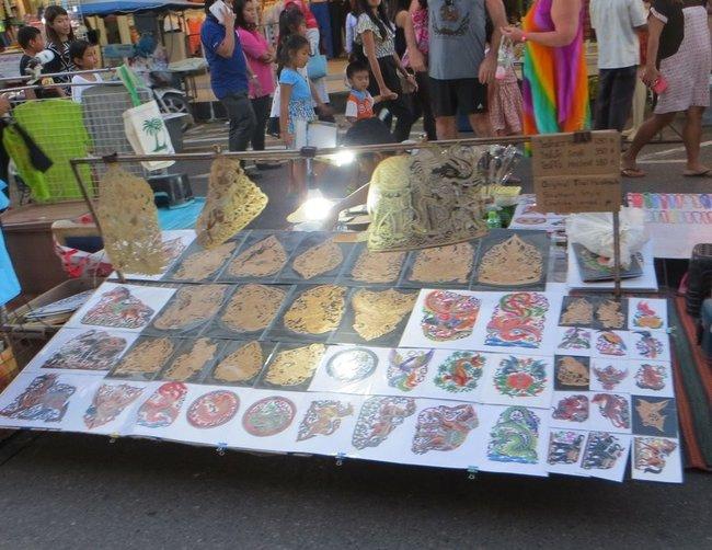 Тайские рисунки на рынке