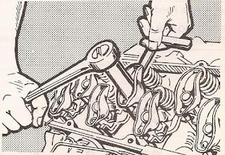 Manera de ajustar las válvulas del auto