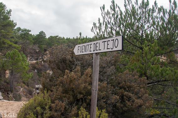 Cartel de la Fuente del Tejo en las lagunas de cañada del Hoyo.Cuenca