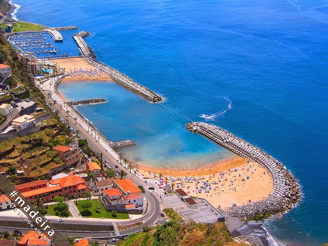 Calheta y su hermosa playa artificial
