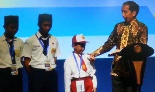"Jiexpo, Kemayoran : Anak SD Bilang ""K*ntol"" di Depan Presiden Jokowi ! Kenapa Ya ?"