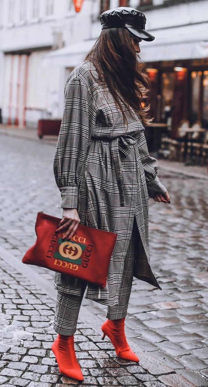 fashionable outfit idea to copy ASAP / hat + red boots + clutch + plaid set