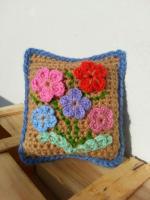 https://laventanaazul-susana.blogspot.com.es/2014/11/130-alfiletero-de-flores-crochet.html