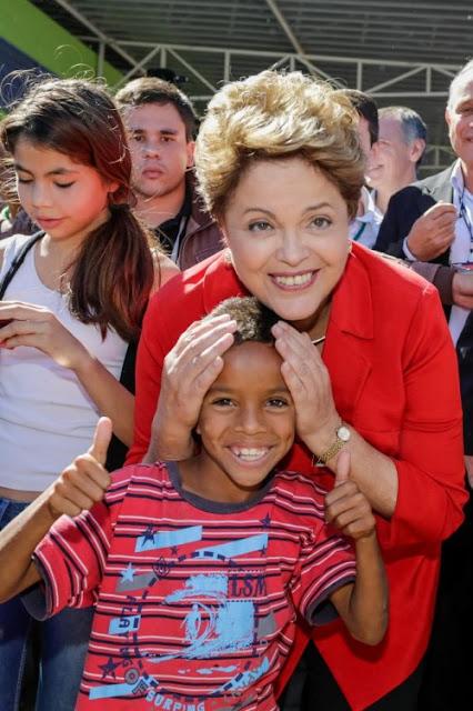 """A presidenta Dilma Rousseff ganhou nessa sexta-feira, 14 de julho, direito de resposta em ação contra a revista IstoÉ. A revista terá que conceder a Dilma o mesmo espaço, destaque, diagramação, publicidade e dimensão dada à matéria Mordomia: carros oficiais a serviço da família de Dilma, publicada no dia 15 de julho de 2016. A juíza de Direito Karla Aveline de Oliveira, da Vara Cível do Foro Regional Tristeza, no Rio Grande do Sul, diz que o semanário """"trilha o caminho do mau jornalismo"""", além de considerar a matéria """"sórdida"""" e """"machista""""."""