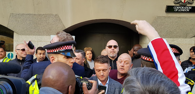tommy-robinson-jugement-reporte-27-septembre-2018-adoxa