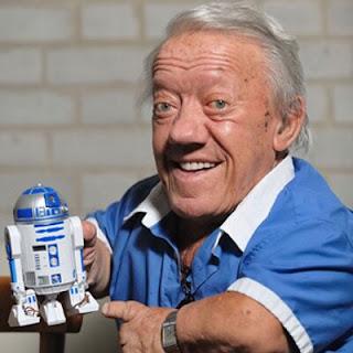 Kenny Baker, el actor que da vida a R2D2 ha fallecido el pasado 13 de Agosto