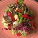 Ensalada con frutos secos y fresas