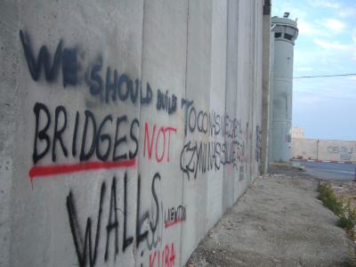 https://4.bp.blogspot.com/-VY-dgj-m5po/WK05qyNnLLI/AAAAAAAA5xc/mPFiiVYoxukXfETb6Idj4XkpuRWO8jGMgCLcB/s400/bridges-not-walls.jpg