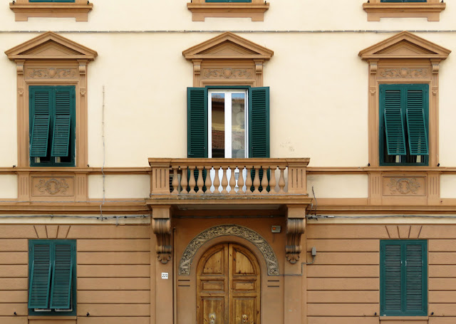 Facade with balcony, Via Gramsci, Livorno