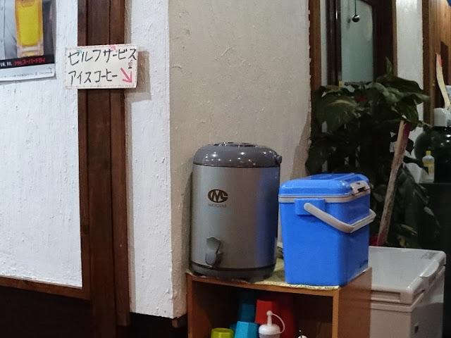 セルフサービスのアイスコーヒーの写真