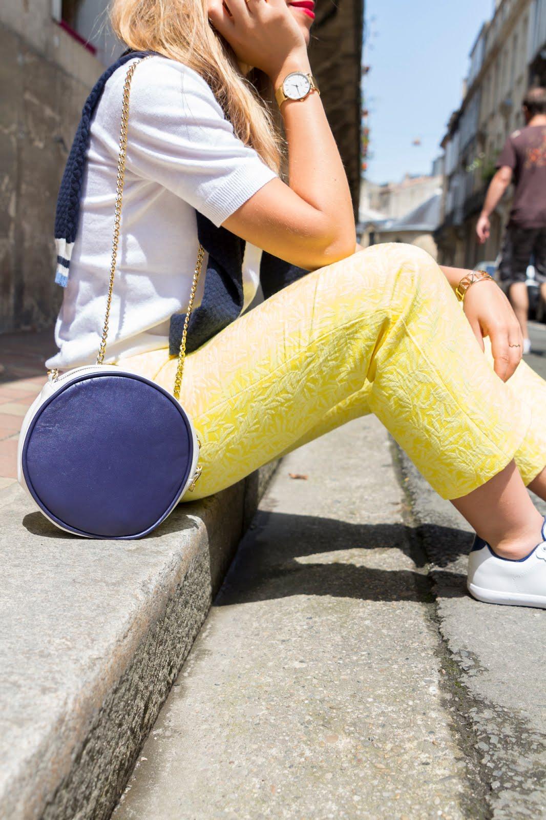 détails pantalon jaune brocard