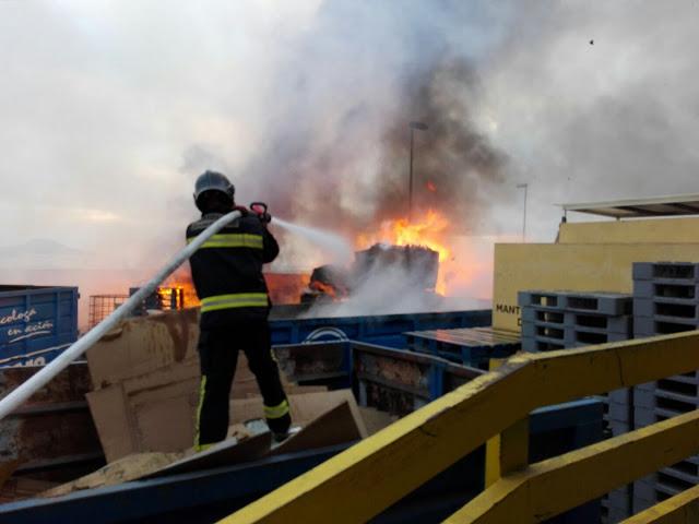 incendio nave industrial díaz casanova las palmas de gran canaria