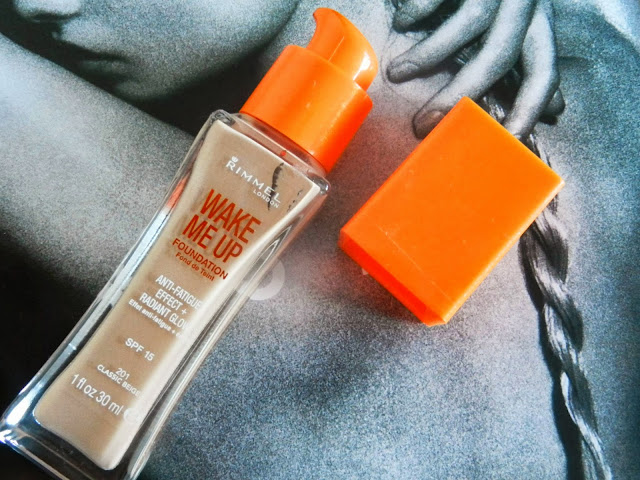 Rimmel Wake Me Up Foundation Classic Beige 201