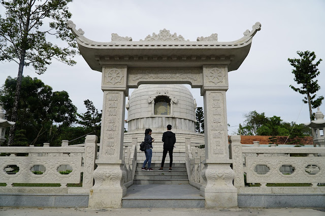 Lăng mộ vị trụ trì đầu tiên của Chùa Hoằng Pháp - HÒA THƯỢNG NGỘ CHÂN TỬ (1901-1988)