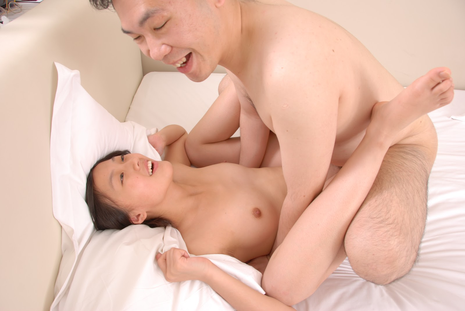 Peliculas Porno De Mirie Mooror chubby bitches strip in a club showing off their boobs best