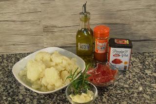 Ingredientes para la coliflor con jamón al pimentón.