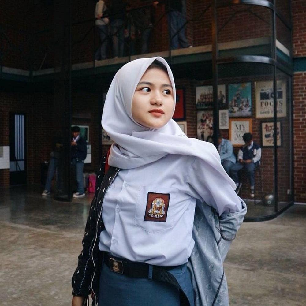 Pakai Jilbab dan manis cantik siswi SMA