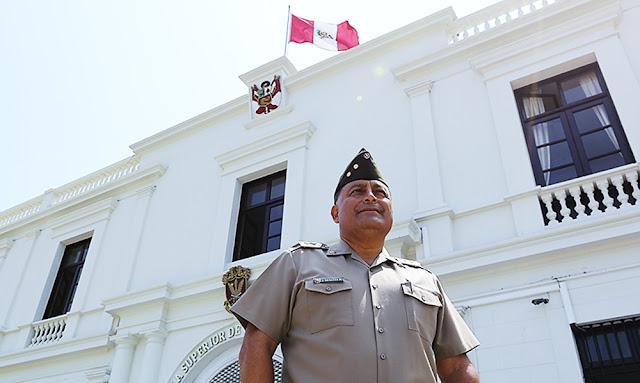 El director de la Escuela Superior de Guerra del Ejército, General de Brigada Jorge Benites Herrera