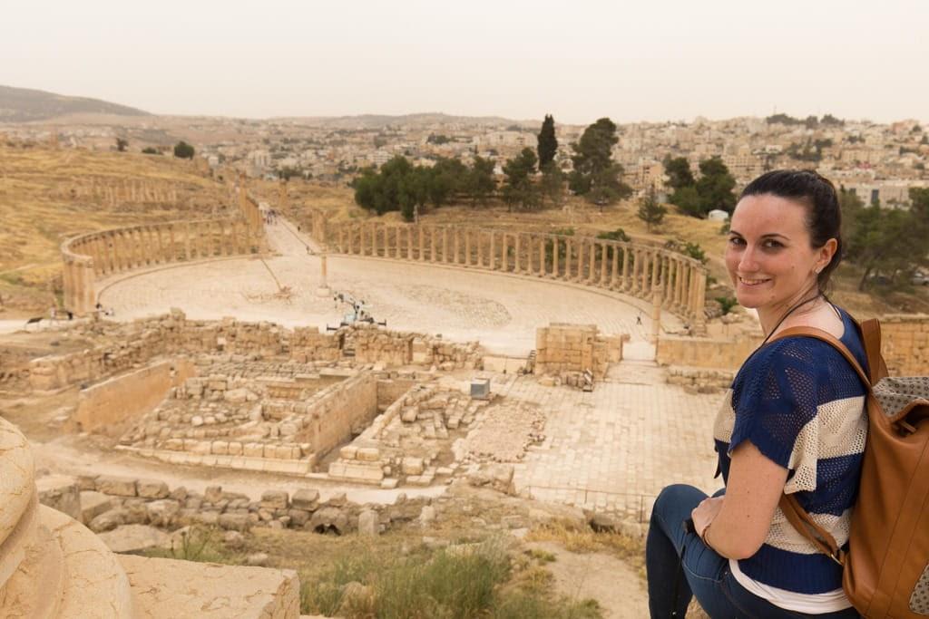 Vista general de la plaza oval desde el Templo de Zeus en Jerash