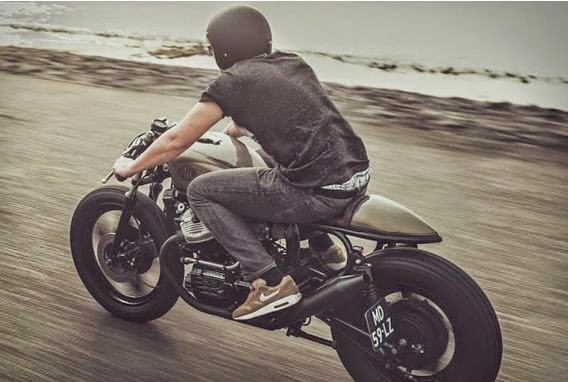 cafe-racer-enjoy-riding
