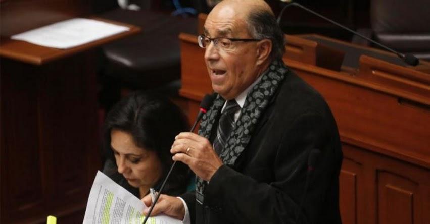 Congresista Donayre propone ley para prohibir a jóvenes de 17 años salir después de las 10 de la noche
