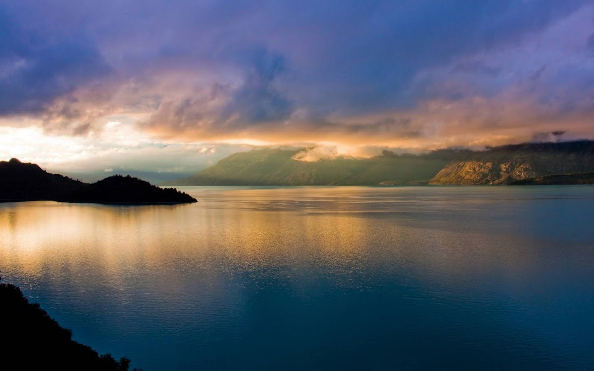 Beautiful Lake Widescreen HD Wallpaper 7
