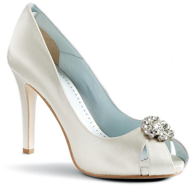 Uno de los complementos más importantes para toda novia son sus zapatos - Foto: www.bellissimabridalshoes.com