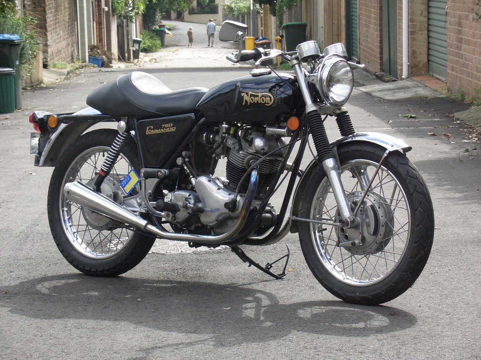 1968 Norton Commando 750 | Parallel Twin Universe