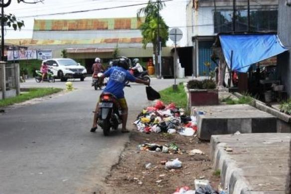 Buang Sampah Sembarangan Didenda Rp10 Juta Hingga Rp50 Juta