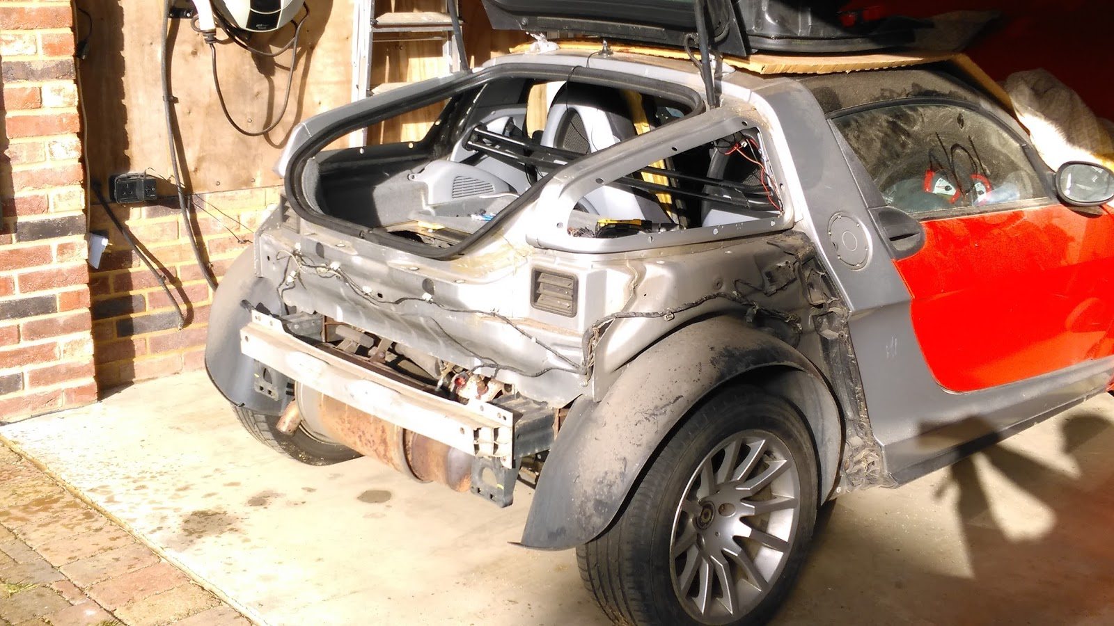 Smart Roadster - Conversion to electric car: The old sub-frame is ...