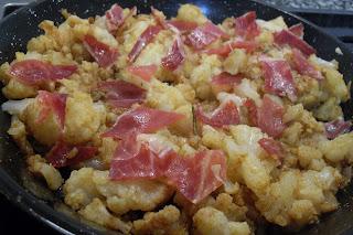 Receta de coliflor con jamón al pimentón.