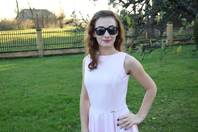 Co będzie modne tej wiosny? Sukienka w kolorze pastelowego różu || CATTI