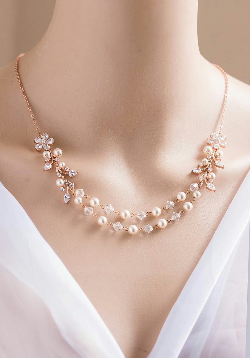 simple pearl design necklace